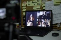 Cassol capta a potência criativa de Deborah Finocchiaro pela moldura da tela virtual