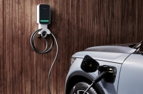 Volvo Brasil lança carregador doméstico para veículos híbridos e elétricos