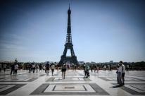 Torre Eiffel é esvaziada nesta quarta-feira; mídia fala em ameaça de bomba