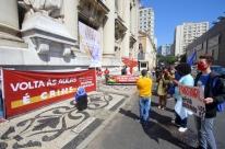 Em novo protesto, entidades chamam volta às aulas no RS de 'crime'