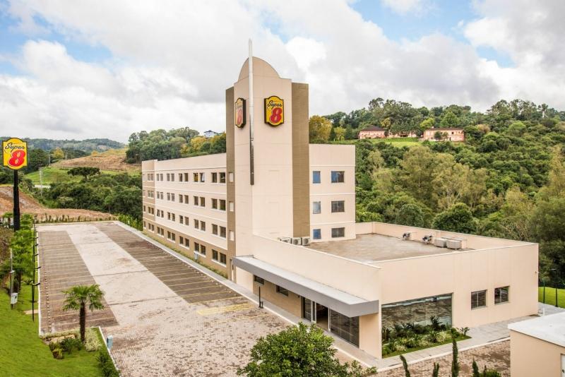 Com sede em Curitiba, no Paraná, a marca assume a gestão do antigo Super 8