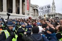 Polícia interrompe protesto em Londres contra restrições para conter covid-19