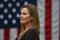 Nomeação de juíza ultraconservadora para a Suprema Corte dos EUA é aprovada pelo Senado