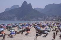 Praias cariocas registram aglomeração no domingo