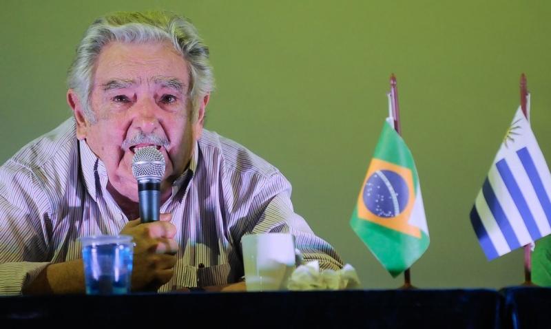 'Amo política e não quero ir embora, mas amo ainda mais a vida', disse Mujica