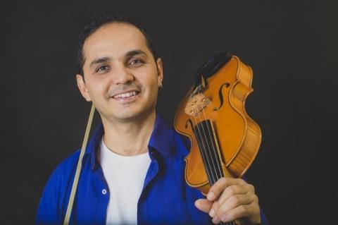 Felipe Karam projeta lançamento virtual de três novas faixas em outubro