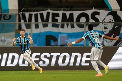 Grêmio vence a La U e encaminha vaga nas oitavas de final