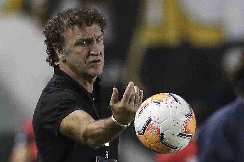 Técnico Cuca, do Santos, está internado, sem previsão de receber alta