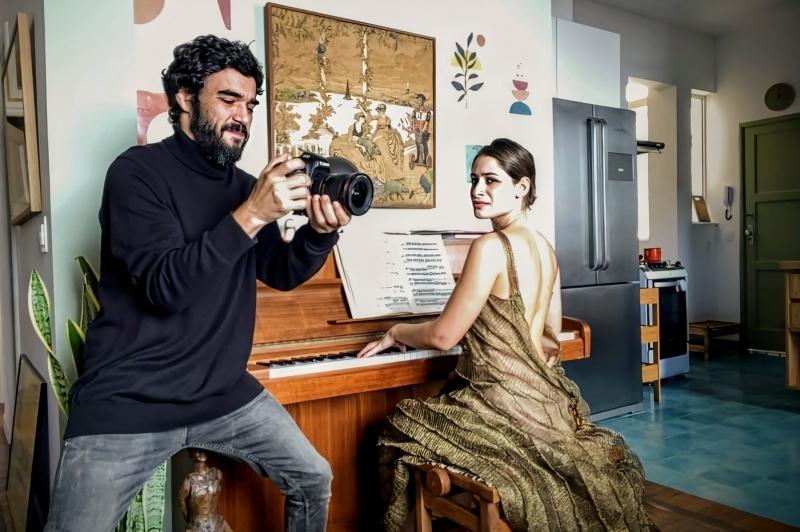 Episódio 'A beleza salvará o mundo' é protagonizado por Caio Blat e a esposa Luisa Arraes
