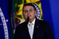 'Virei boiola, igual maranhense', diz Bolsonaro no Maranhão após beber refrigerante rosa