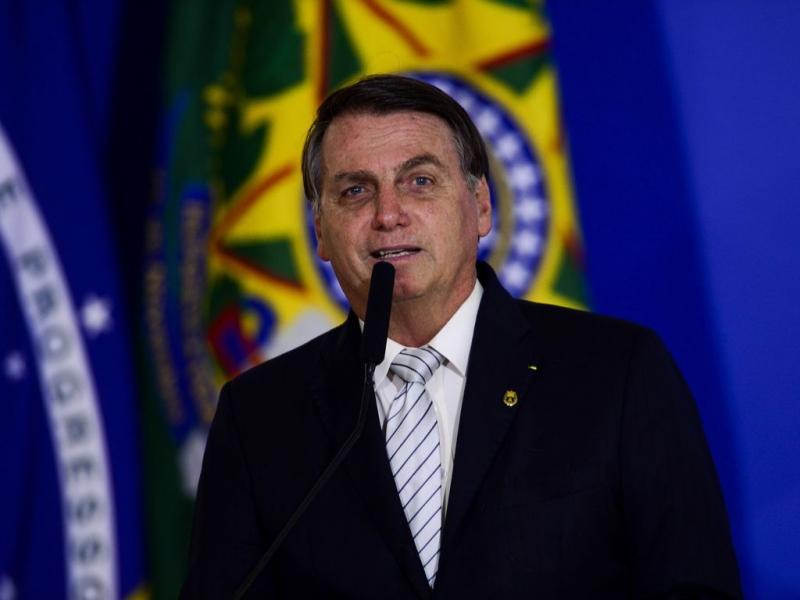 Bolsonaro se expressou de forma homofóbica após beber um copo do guaraná Jesus