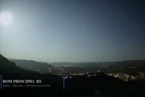 Meteoro fez a noite virar dia no Rio Grande do Sul e em SC