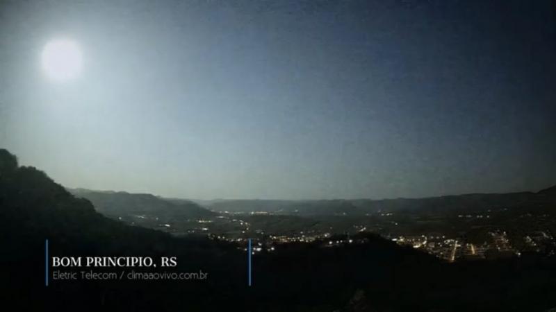 Em municípios da metade Norte do Estado a noite virou dia devido à queda do meteoro