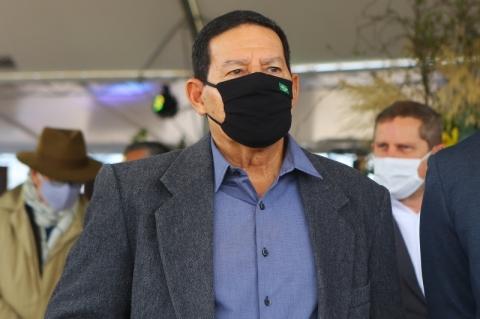 Pandemia não trouxe privação de artigos de primeiras necessidades, afirma Mourão