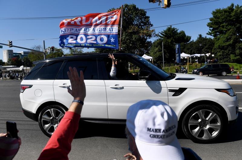 Carro guiado por agentes do Serviço Secreto americano circulou nos arredores do hospital