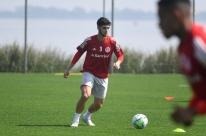 Inter: Johnny tem lesão muscular confirmada e para por 15 dias
