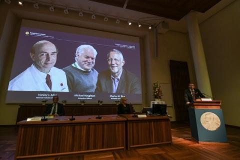 Nobel de Medicina vai para três pesquisadores que descobriram vírus da hepatite C