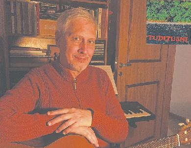 Músico e compositor mistura lirismo e resistência em 'Tudituãni', seu novo trabalho