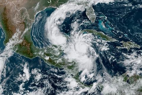 Furacão Delta segue se fortalecendo e deve subir para categoria 4