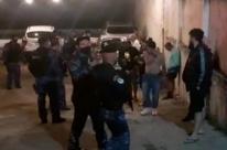 Guarda Municipal de Porto Alegre interdita quadra de esportes por aglomeração