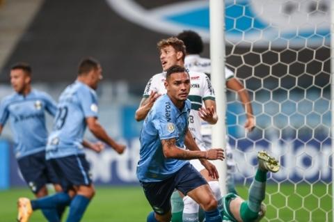 Grêmio vence o Coritiba e inicia processo de decolagem