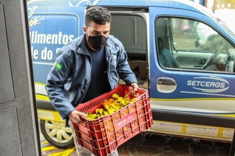 Supermercados e restaurantes de Porto Alegre começam a doar alimentos que iriam para o lixo