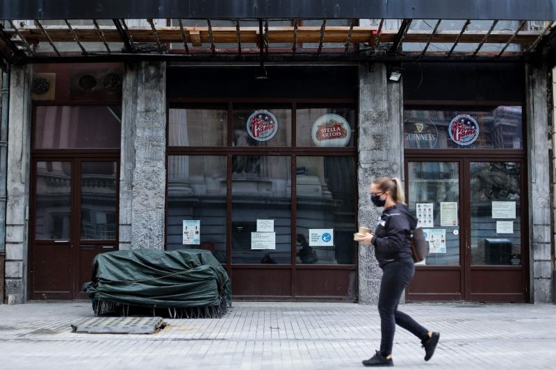 Em Bruxelas, apenas locais onde as refeições são servidas à mesa podem permanecer abertos