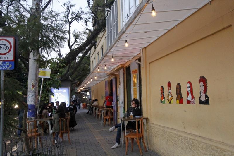 Bar Ocidente, que funcionava como restaurante e casa noturna, reabriu em formato de pub