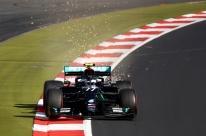Bottas supera Hamilton no fim, quebra recorde e crava a pole para o GP de Eifel