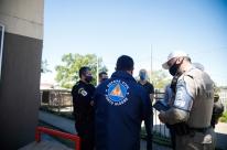 Famílias são evacuadas do Loteamento Irmãos Marista em Porto Alegre