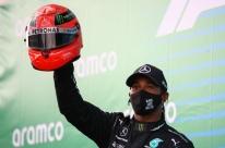 Hamilton ganha 91º GP na F-1 e iguala vitórias de Schumacher