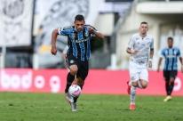 Com gols de pênalti, Santos vence o Grêmio por 2 x 1 na Vila Belmiro