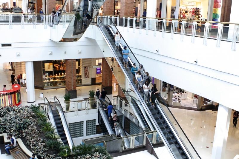 Fotos no Praia de Belas Shopping. Matéria sobre vendas do dia das crianças.