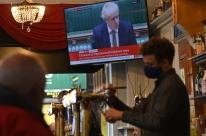 Inglaterra fecha pubs em Liverpool como parte de novo sistema de restrições