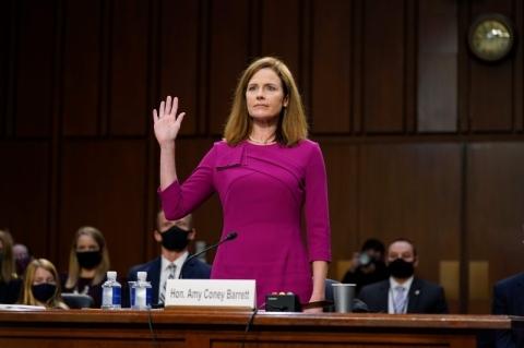 Senado dos EUA dá início à análise de Amy Barret, indicada por Trump à Suprema Corte