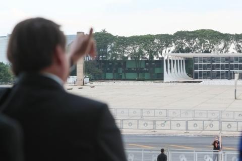 Bolsonaro prorroga por mais dois meses suspensão de contratos e corte de jornada e salários
