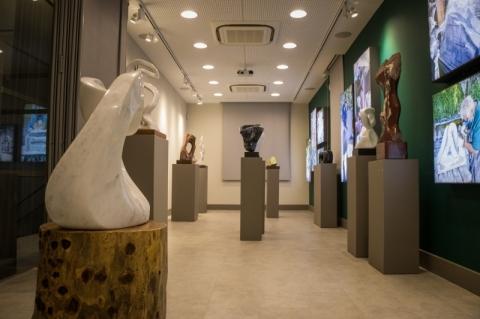 Exposição de esculturas marca reabertura da Casa da Memória Unimed Federação/RS