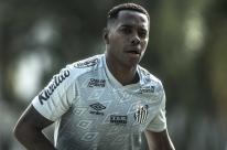 Santos e Robinho, condenado por violência sexual, entram em acordo e suspendem contrato