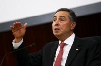 Barroso manda governo proteger três terras indígenas da Covid-19 e diz que 'situação é gravíssima'