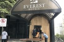 Hotel Everest reabre venda de mobiliário e objetos nesta segunda