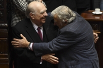 José Mujica renuncia ao senado uruguaio