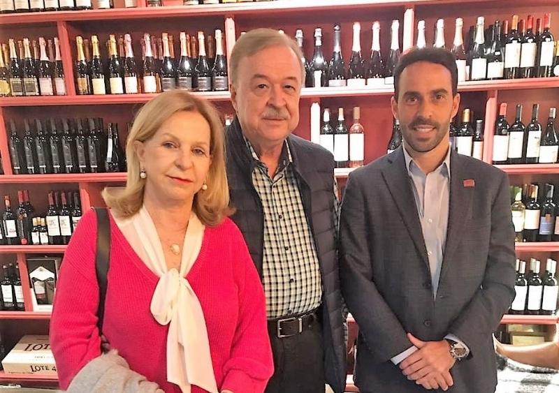 Suely e Gilberto Petry, ele o presidente da Fiergs, com Eduardo Fernandez, presidente do Lide RS