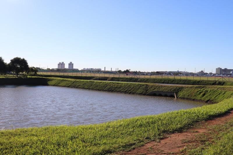 São 1 milhão de metros quadrados de grama que é colocada em áreas como talude dos 'piscinões'