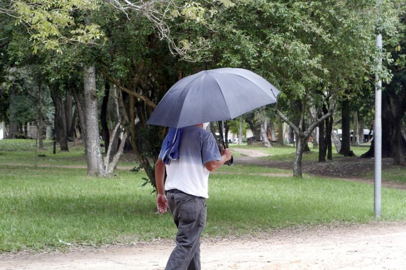 Porto-alegrense deve levar o guarda-chuva