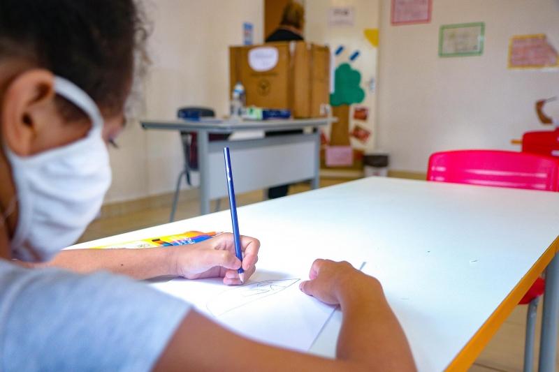 Nesta quinta-feira, 33 das 99 escolas do município receberam alunos, segundo  a Smed