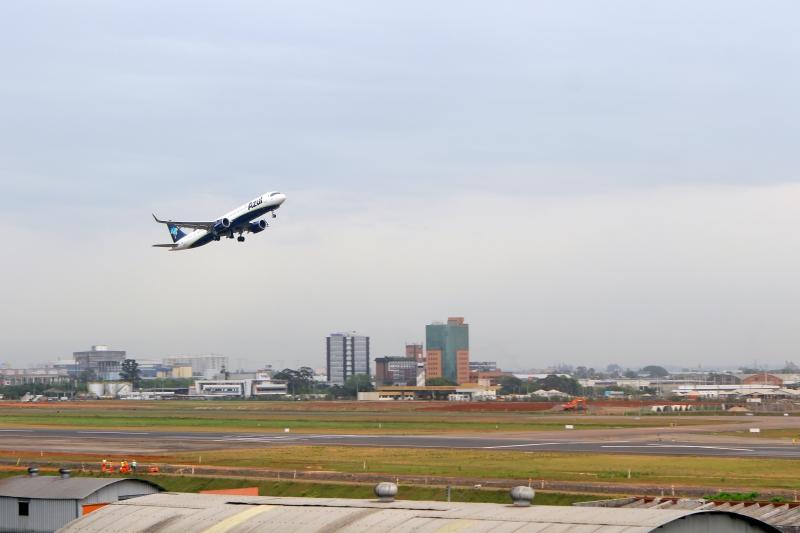 Fotos de obras na pista do Aeroporto Salgado Filho - Porto Alegre Avião Azul