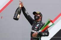Hamilton passa Schumacher e se isola como recordista de vitórias na F-1