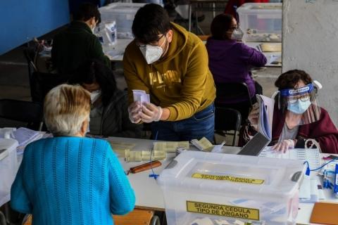Chilenos vão às urnas para decidir sobre mudança na Constituição chilena