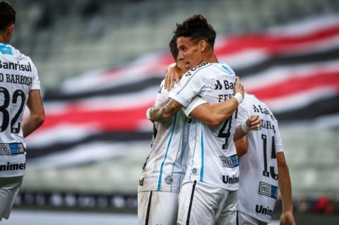 Mesmo com reservas, Grêmio vence de virada o Athletico-PR