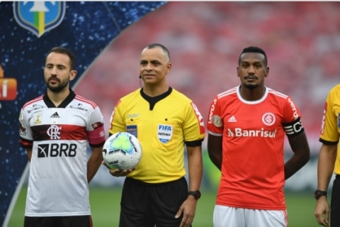Internacional empata com gosto de frustração em Porto Alegre